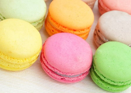 maroni: colorful french macarons