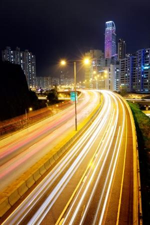 schlagbaum: Autobahn bei Nacht
