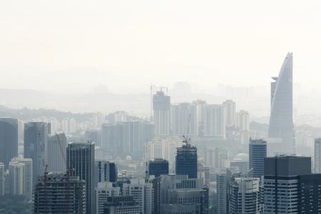 pollution air: Ciudad de la contaminaci�n atmosf�rica Foto de archivo