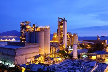 夜の石炭工場 写真素材