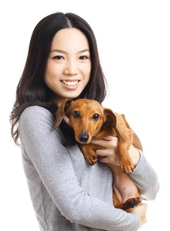 Mujer asiática con el perro dachshund Foto de archivo - 20558404