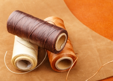 Thread set with leather