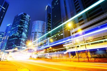 schlagbaum: Der Verkehr in Stadt bei Nacht Lizenzfreie Bilder