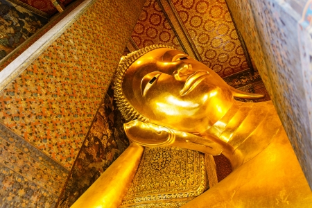 Or statue du Bouddha couch�, le Wat Pho photo