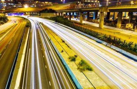 turnpike: Ocupado el tr�fico en la carretera en la noche Foto de archivo
