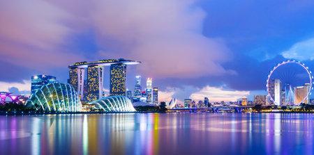 Cityscape van Singapore tijdens zonsondergang