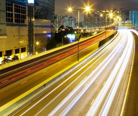turnpike: Tr�fico intenso en la carretera en la noche Foto de archivo
