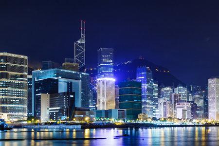 edificio corporativo: Hong Kong edificio corporativo en la costa Editorial