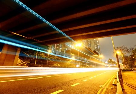 schlagbaum: Tunnel mit Verkehrs Spur