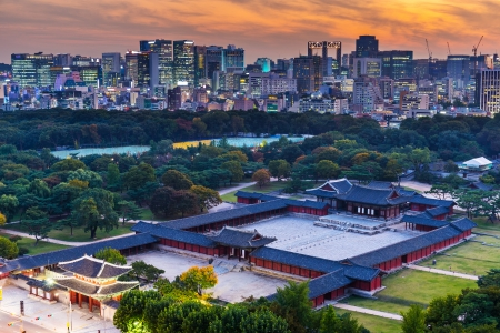 Historical grand palace in Seoul city Imagens - 24010639