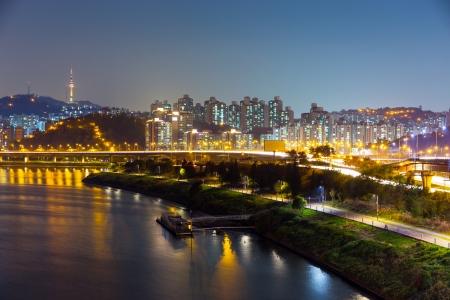 schlagbaum: Seoul Stadtbild bei Nacht