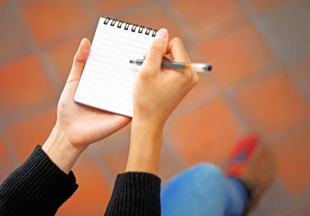 memorise: Woman hand jot note