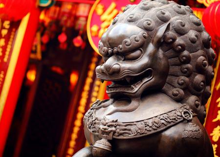 중국 사원에서 사자 동상