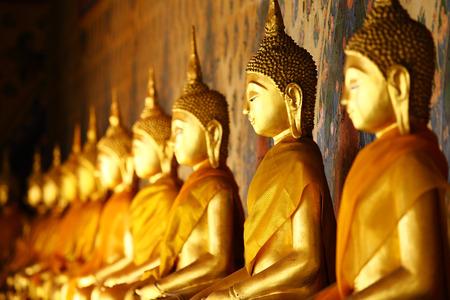 buddha sri lanka: Golden buddha in temple Stock Photo