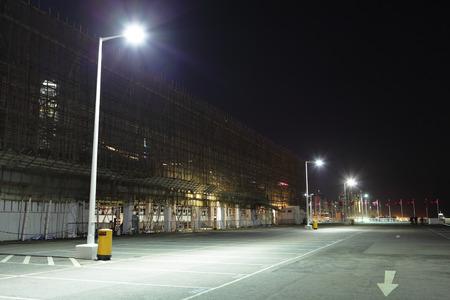 iluminado: Estacionamiento al aire libre