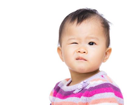 clin d oeil: Asie fille avec un clignement des yeux
