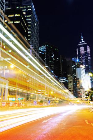 light trail: Rastro de luz de coches en Hong Kong Foto de archivo