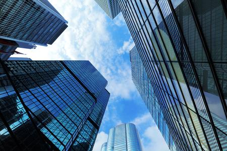 Hong Kong の下からの巨大な超高層ビル 写真素材