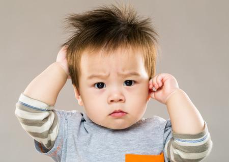persona confundida: El beb� siente confundido