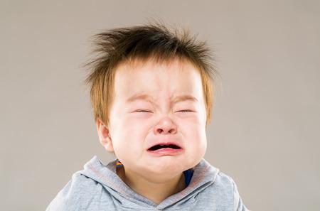 Плач ребенка мальчиком Фото со стока