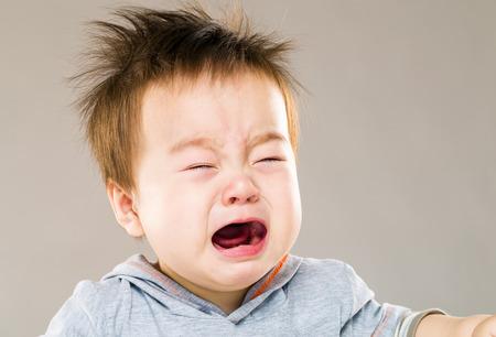 ojos llorando: El llanto bebé