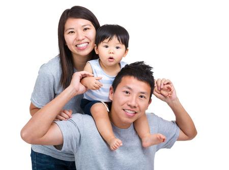 Gelukkige Aziatische familie met zoontje Stockfoto