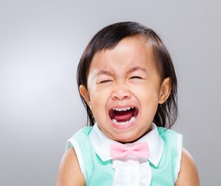 fille pleure: Petite fille cri Banque d'images