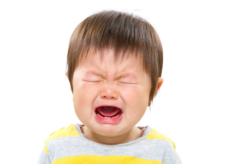 泣いている赤ちゃんの女の子