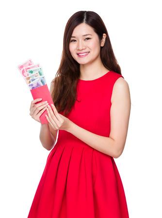 money pocket: Mujer mantener dinero de bolsillo rojo con RMB Foto de archivo