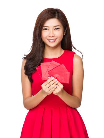 bolsa dinero: Asimiento Mujer con el dinero de bolsillo rojo