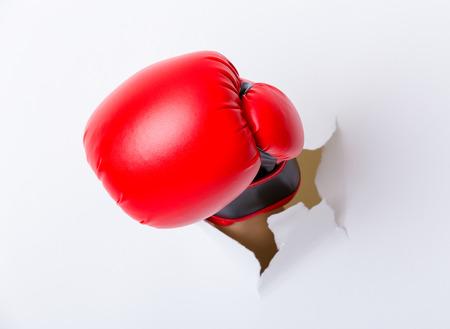 guantes: Guante de boxeo punzonado aunque sobre la pared de papel