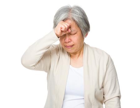 dolor de cabeza: Anciana sentir dolor de cabeza Foto de archivo