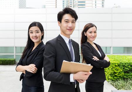 Geschäftsteamkollegen zusammenarbeiten
