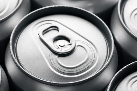 lata de refresco: Sin abrir lata de refresco
