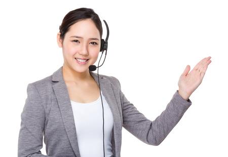 servicio al cliente: Servicio al cliente supportor y espectáculo de la mano con la muestra en blanco Foto de archivo