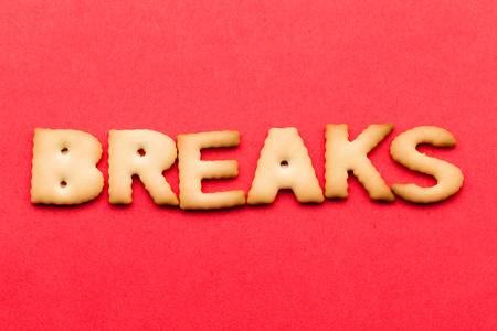 tea breaks: Word breaks biscuit over the red background