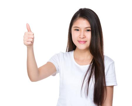 adolescentes estudiando: Mujer asi�tica con el pulgar arriba