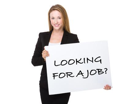 Zaken vrouw die met een bordje toont zin van het zoeken naar een baan Stockfoto