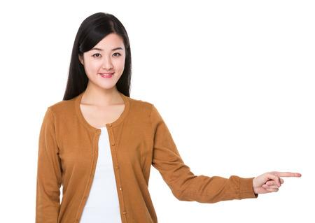 beiseite: Young woman with finger show aside Lizenzfreie Bilder