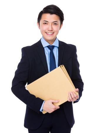 papeles oficina: Asimiento del hombre de negocios con la carpeta