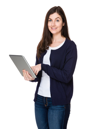 e pretty: Woman use of the tablet pc