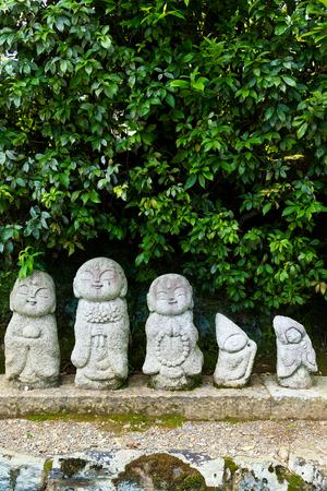 tera: Japanese statue