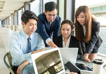 ビジネス人々 のグループは、プロジェクトの計画についてください。