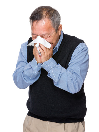 estornudo: Asi�tico anciano estornudo