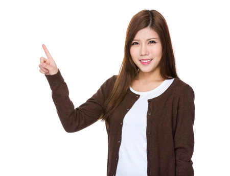 dedo: Mujer asi�tica con el dedo hasta el punto Foto de archivo