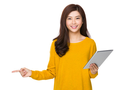 e pretty: Woman use of the digital tablet and finger point up