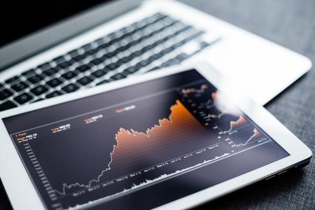 Diagramma del mercato azionario sul tablet pc