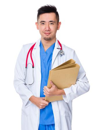 estuche: Hombre del doctor que mantenga con la carpeta Foto de archivo
