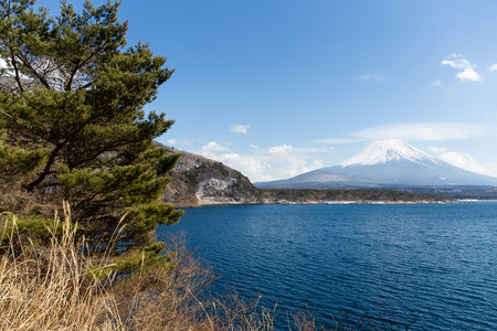 fujisan: Lake Motosu and fujisan Stock Photo