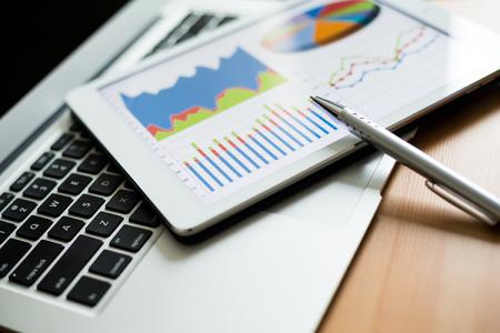 タブレット コンピューターと金融チャート 写真素材